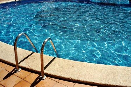 Orçamento de piscinas, equipamentos, acessórios. Projetos, implantação, manutenção. - Piscina de Fibra