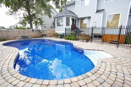 Orçamento de piscinas e construção de piscina de vinil, fibra ou alvenaria - Construir Piscina