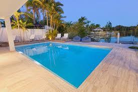 Piscina de Fibra, de Vinil, ou de Alvenaria. Construir piscina - piscina de fibra