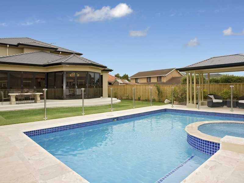 Piscina de Fibra, de Vinil, ou de Alvenaria. Construir piscina -  orçamento de piscina