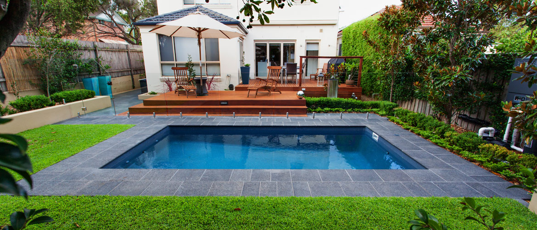 Piscina de Fibra, de Vinil, ou de Alvenaria. Construir piscina - comprar piscina